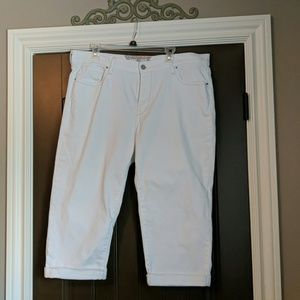 Levi's white cropped, cuffed jeans. Size 16